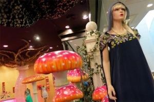 Một cửa hiệu thời trang cao cấp phong cách Arab trong Mall of the Emirates.