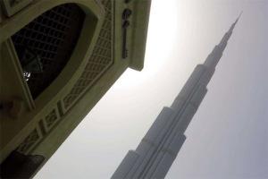 Với độ cao khoảng 830 m, Burj Khalifa là tòa nhà cao nhất thế giới hiện nay.