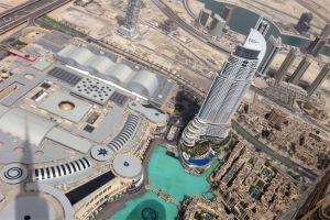 Thành phố Dubai nhìn từ đỉnh cao của tháp Burj Khalifa.